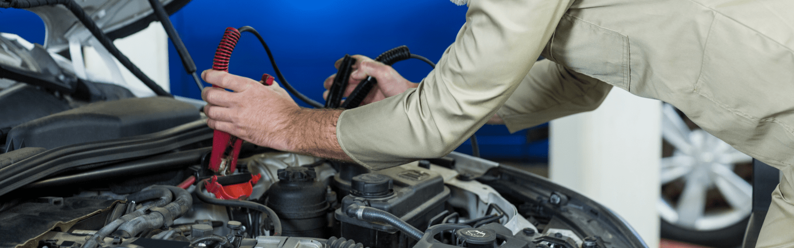 Get car battery replacement in Muscat at ServiceMyCar
